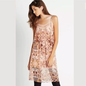 3/$50💜BCBGeneration Lace Overlay Floral Dress